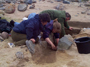 The group on the brink of a significant discovery during the August 2000 dig on Barvas machair